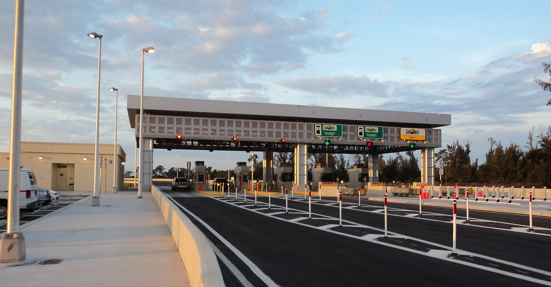 SR91 Lake Worth Interchange Tollbooth.