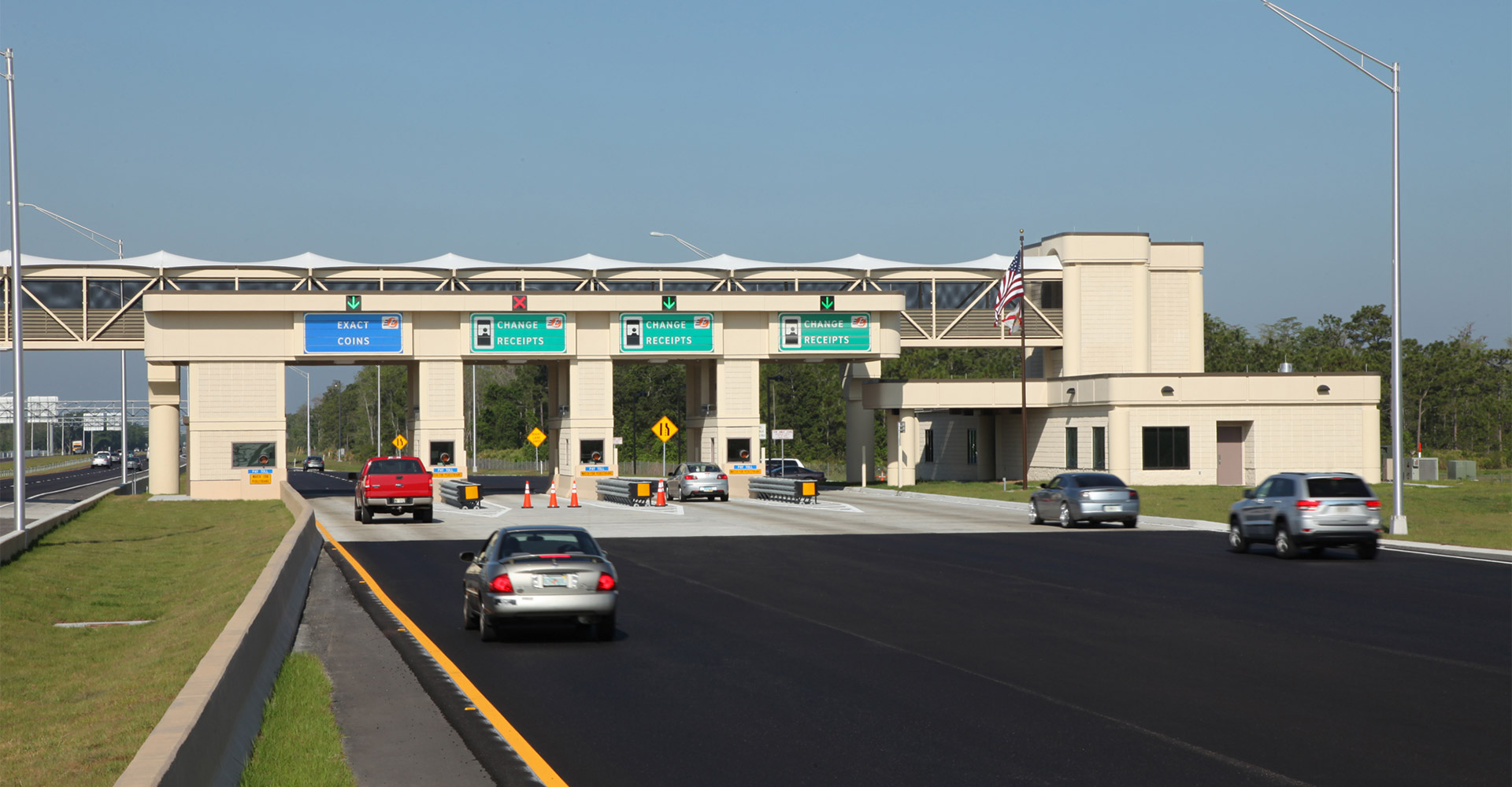 Toll plaza at SR 528.