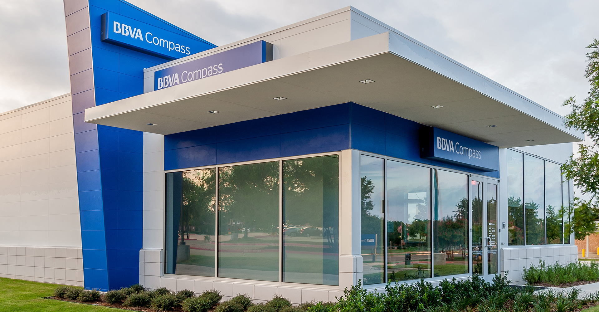 BBVA MacArthu Financial Branch.